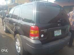 Ford Escape 2005 in Excellent condition N1.2m