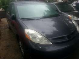 Tincan cleared tokunbo toyota sienna 06