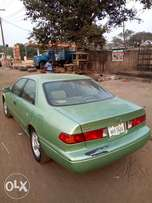 Very perfect Toyota Camry 2001 droplight used by a woman