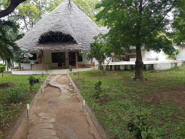 Two bedroom house in Malindi in quarter an acre plot with swimming Malindi - image 1