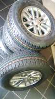 New tyres and rims 17'' toyoya hilux/fortunar 265/65/17 brigestone due