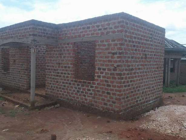 A hot deal 2bedrooms house for sale in Gyaza-kumusanvu at 10m Wakiso - image 3