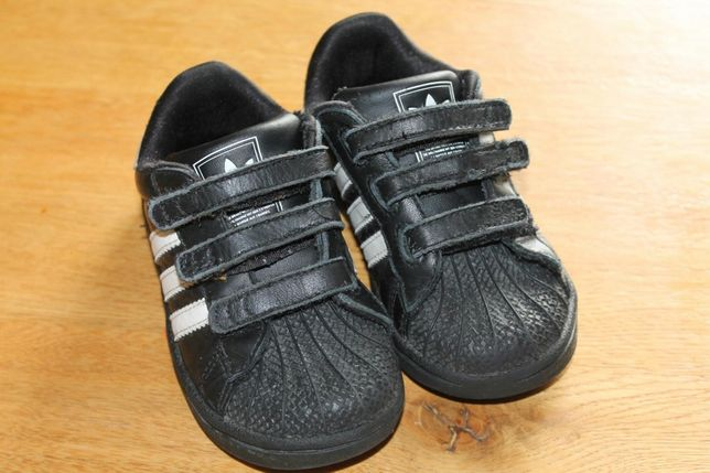 Красовки Adidas  200 грн. - Дитяче взуття Рівне на Olx 5cd2605c751cb