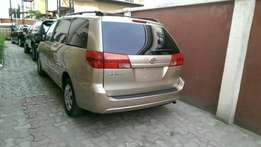 2004 Toyota Sienna LE (FOREIGN USED)