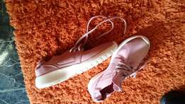 Pink dressing sneakers brand new size 39