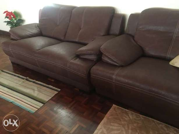 Couch in good condition Karen - image 1
