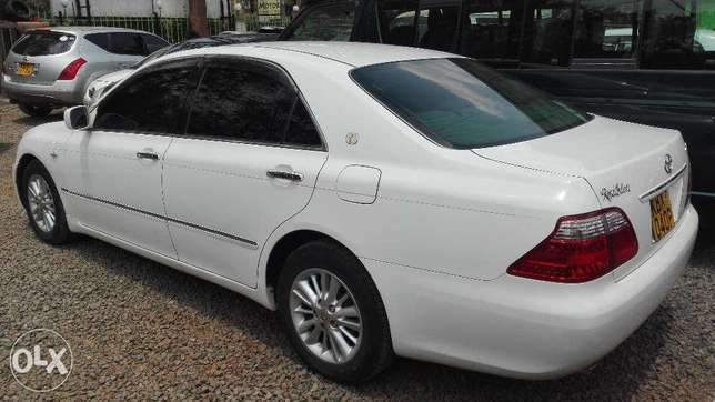 Toyota crown ,2008 kbx,super clean buy and drive very well maintained Hurlingham - image 2