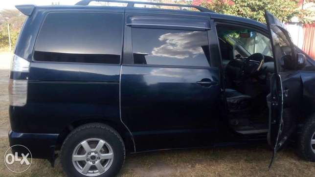 Toyota voxy for sell Embakasi - image 7
