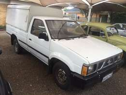 Nissan 1800 bakkie with canopy