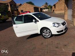 Polo 1.9 TDI 2007 Model with new tyres.