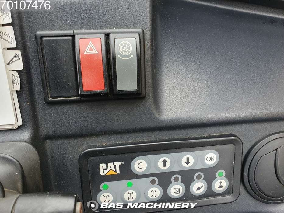 Caterpillar TH417C Bucket and forks - 2014 - image 19