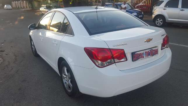 2012 chevrolet cruze sedan 1.6 ls,63000 kilo For R115,000 Kempton Park - image 7
