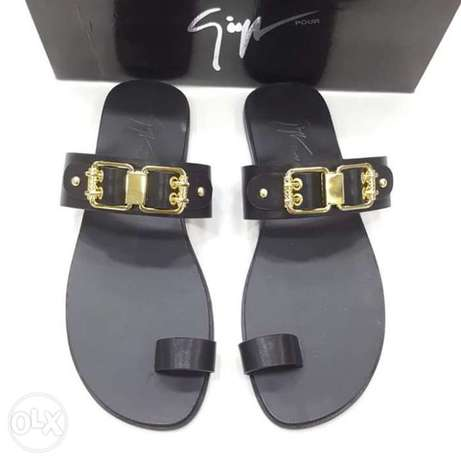 Italy slippers designs have on tunds store Lagos - image 4