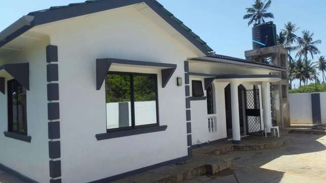Excellent 3 bedroom bungalow for sale Mtwapa - image 1