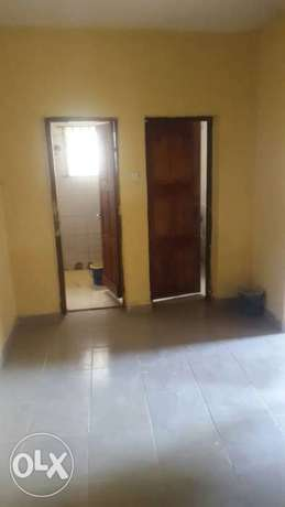 Standard and spacious 300k with 3t at igando facing a tarred rd Ikotun - image 6