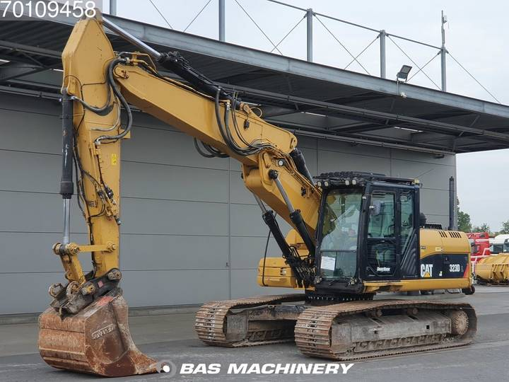 Caterpillar 323D Nice and clea VA machine - 2011