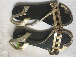 Black and gold sandal. Size 40
