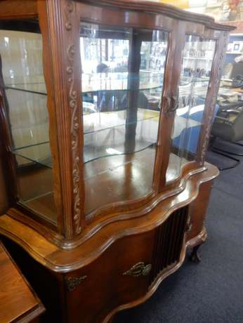 Wooden Curved Glass Cabinet Montana - image 2