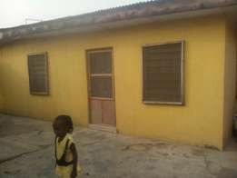 Executive 3bed Rooms Flat Goverment House at Jakande Estate Isolo