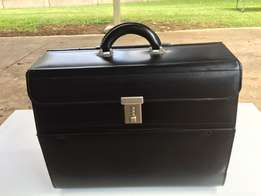 Brief Case - Busby Bonded Leather Pilot Case Black