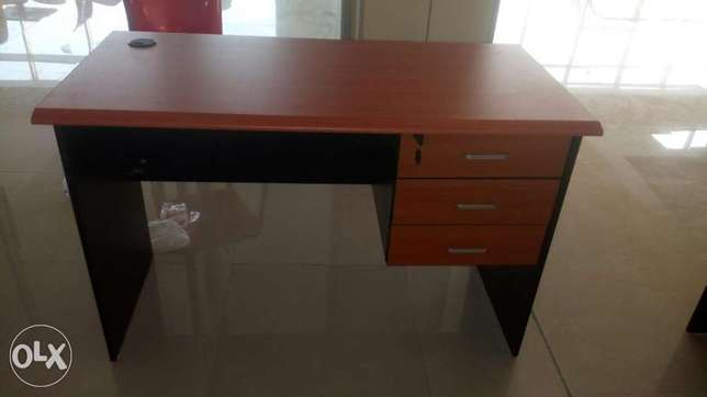 This is a brand new 4fit office table Lagos Mainland - image 1