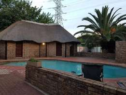 3 bedroom house to rent,with pool