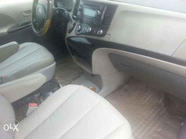 One year used toyota sienna 2012 tincan cleared Apapa - image 5