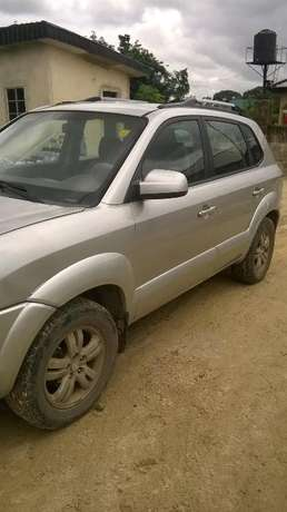 Neat hyundi tucson 2006 model first,with a tokunbo engine Warri South-West - image 2