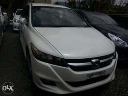 Perl white Honda Stream