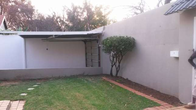 spacious 3 bedroomed house in Norwood Sandton - image 8