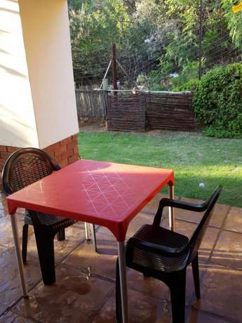 2 black plastic chair and a red square table Rustenburg - image 1