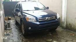 Tokunbo Toyota RAV4 With DVD, Reverse Camera, Bluetooth, Navigation