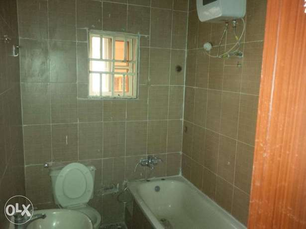 Lovely Three bedrooms For Rent Gwarinpa Estate - image 8