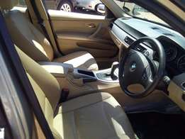 0'8 Bmw 320i Automatic with Sunroof