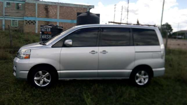Clean Toyota Voxy for sale Mlolongo - image 7