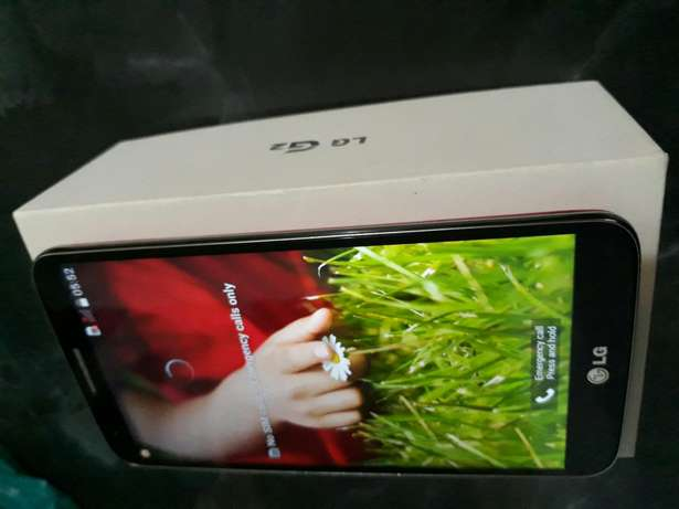 Lg G2 phone for sale with box and acc Brymore - image 1