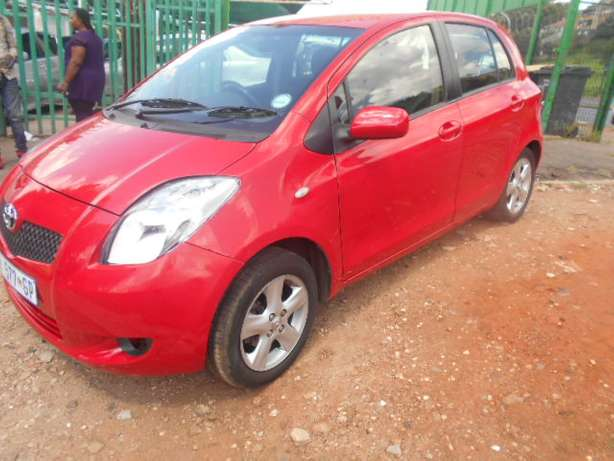Automatic 2008 Red Toyota Yaris T3 for sale Johannesburg - image 3