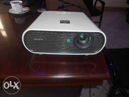 Sony VPL_EX7 Projector Ksh 15,000