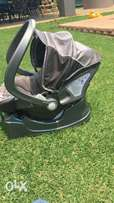 Baby car chair/carrier