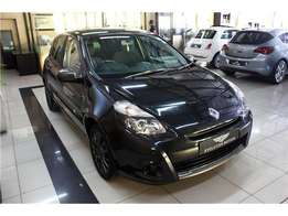 2011 Black Renault Clio 3 1.6 Dynamique Sedan