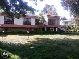 Nice 4 bedrooms plus g-wing, dsq, set on 0.5acre.