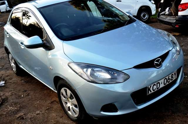 Quick sale on this well maintained Mazda Demio new shape 2008 make KCD Muthaiga - image 2
