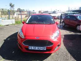 2015 FORD FIESTA,4 doors, factory a/c,cd player,central locking