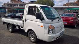 Hyundai h-100 bakkie 2.6d chassis cab, Cloth Upholstery, 87000km,