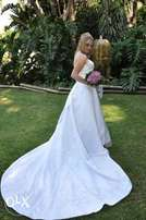 Size 8 Wedding dress for sale in excellent condition
