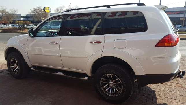 Mitsubishi Pajero 3.2 DID Sort 4X4 A/T Vereeniging - image 3