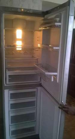 Silver super clean double door no frost fridge Nairobi CBD - image 1