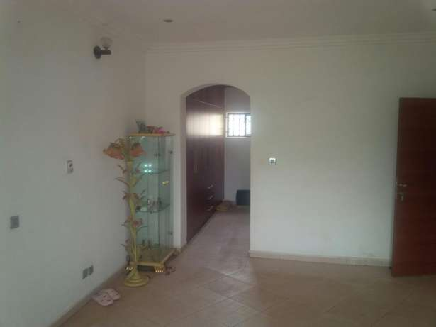 Modernly finished duplex with 2 boy's quarters Gudu - image 6