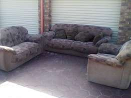6 Seater couches for sale R1700