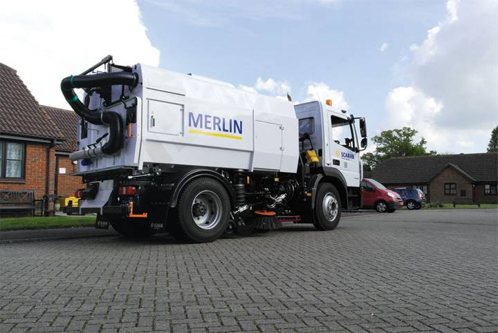 Scarab automaturatoare capacitate mare  merlin road sweeper